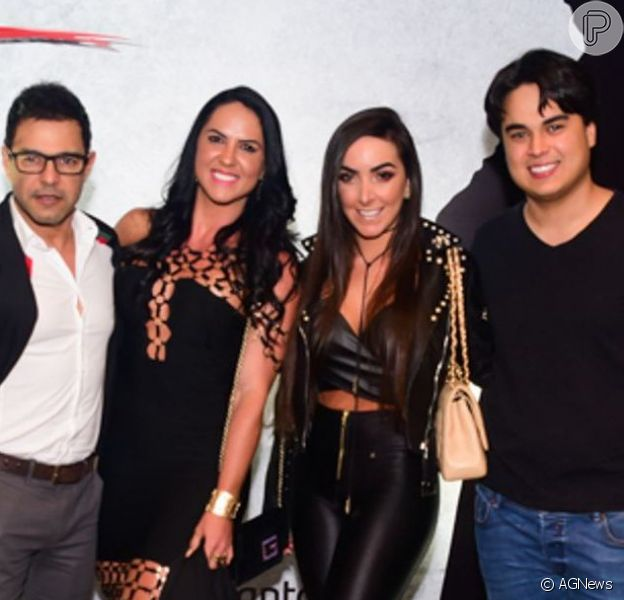 Zezé Di Camargo e o filho, Igor Camargo, levaram seus pares, Gracielle Lacerda e Amabylle Eiroa, em pré-estreia da peça 'Zorro - Nasce uma Lenda'