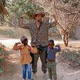 Giovanna Ewbank mostra foto de Bruno Gagliasso com Títi e Bless na África