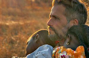 Bruno Gagliasso faz reflexão em 1º Dia dos Pais com Bless: 'Feitos de amor'