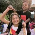 Sasha Meneghel aparece dançando e divertindo crianças em missão na Angola