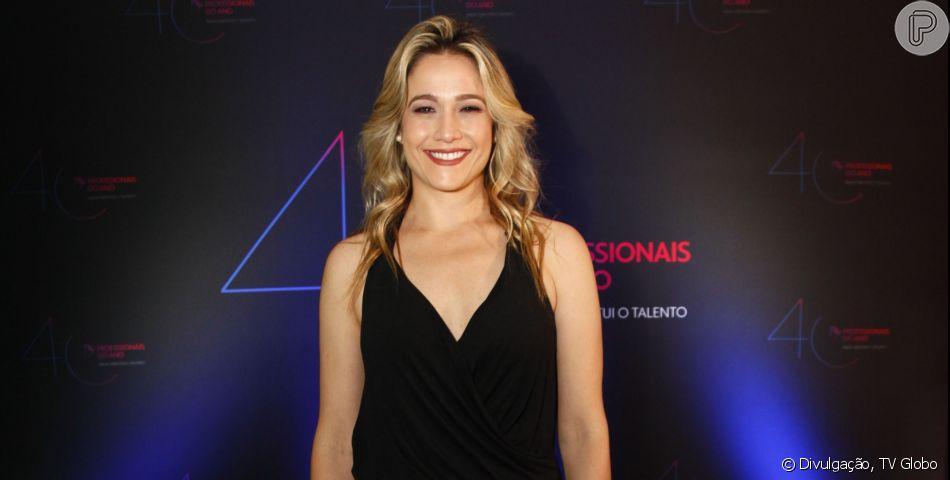 Fernanda Gentil coloca primeiro piercing na orelha