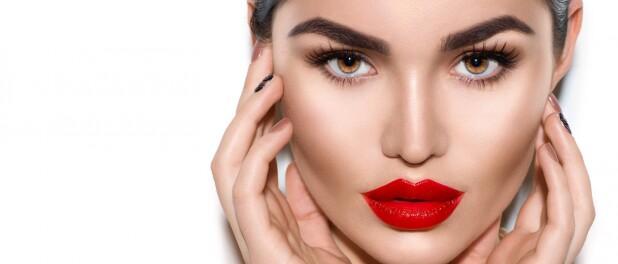 Contorno em casa! Expert dá dicas para afinar o rosto com maquiagem sem erros