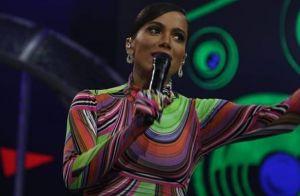 Vestido com luva? Anitta explica look na TV e aponta nova trend: 'Minha marca'