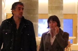 Grávida, Letícia Colin escolhe trench coat para jantar com Michel Melamed. Fotos