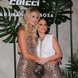 Marina Ruy Barbosa posa abraçada a Celina Locks em evento