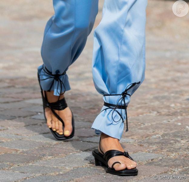 Sandália de amarrar em uma nova forma de usar: descubra o truque de styling