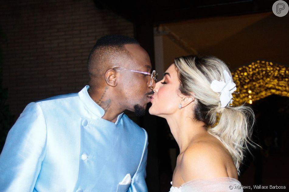 Mumuzinho e Thainá Fernandes para fotos após o casamento