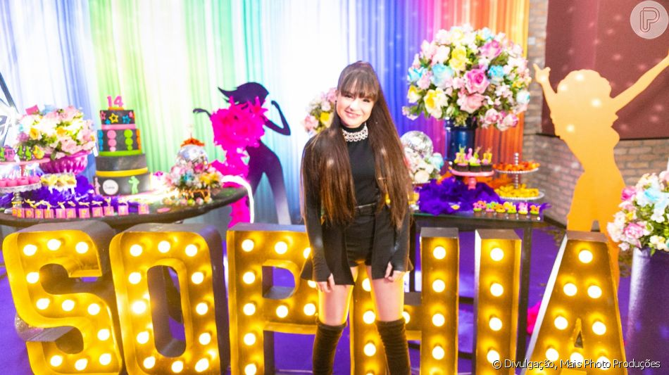 Princesa, heroína e cantora! Veja fotos da festa de 14 anos de Sophia Valverde em matéria nesta terça-feira, dia 03 de setembro de 2019