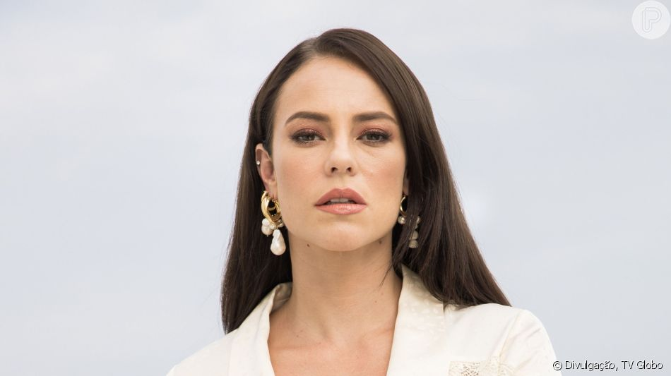 Nos próximos capítulos da novela 'A Dona do Pedaço', Vivi (Paolla Oliveira) se torna refém de Camilo (Lee Taylor) após se casar com o delegado