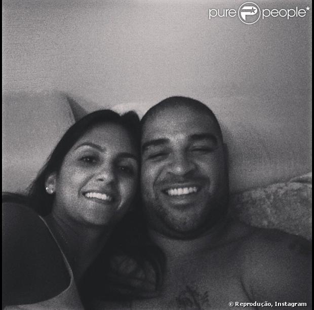 Adriano Imperador posta foto com a namorada, Renata Fontes, de 23 anos, estudante de odontologia
