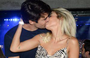 Noivos, Kaká e Carol Dias são embalados por sertanejo e namoram em show. Fotos!