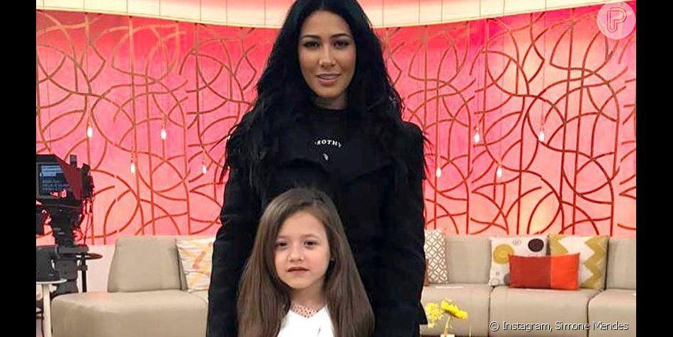 Simaria, irmã de Simone, opina sobre maquiagem feita pela filha, Giovanna, em vídeo no Instagram Stories nesta segunda-feira, dia 09 de setembro de 2019