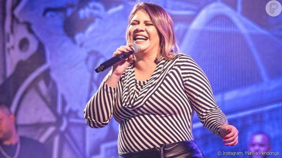Marília Mendonça usou look justo e evidenciou barriga de gravidez em show nesta quinta-feira, 12 de setembro de 2019