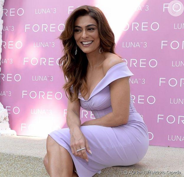 Juliana Paes usa vestido midi e sandália com tiras em evento de beleza. Fotos do look usado pela atriz nesta terça-feira, dia 17 de agosto de 2019