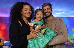 Minifashionista! Filha de Juliana Alves usa ombro a ombro em festa de 2 anos
