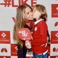 Adriane Galisteu ganhou beijo do filho ao visitar hospital em São Paulo