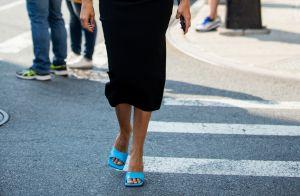 4 formas de dar uma pitada de cor em looks neutros e básicos no verão