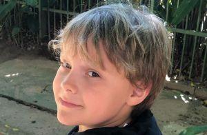 Carol Dantas filma Davi Lucca ninando irmão, Valentin, de 17 dias:'Meus meninos'