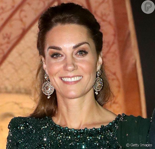 Kate Middleton aposta em vestido de princesa durante viagem nesta terça-feira, dia 15 de outubro de 2019
