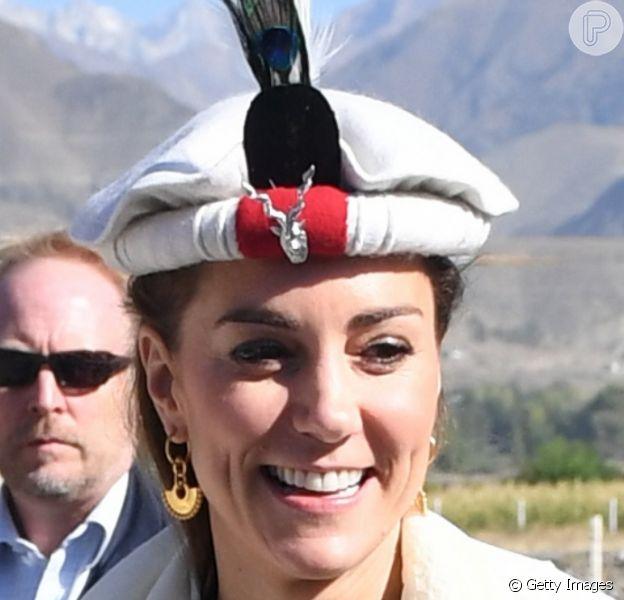 Kate Middleton usou mesmo chapéu típico que a sogra, Lady Di, durante viagem ao Paquistão
