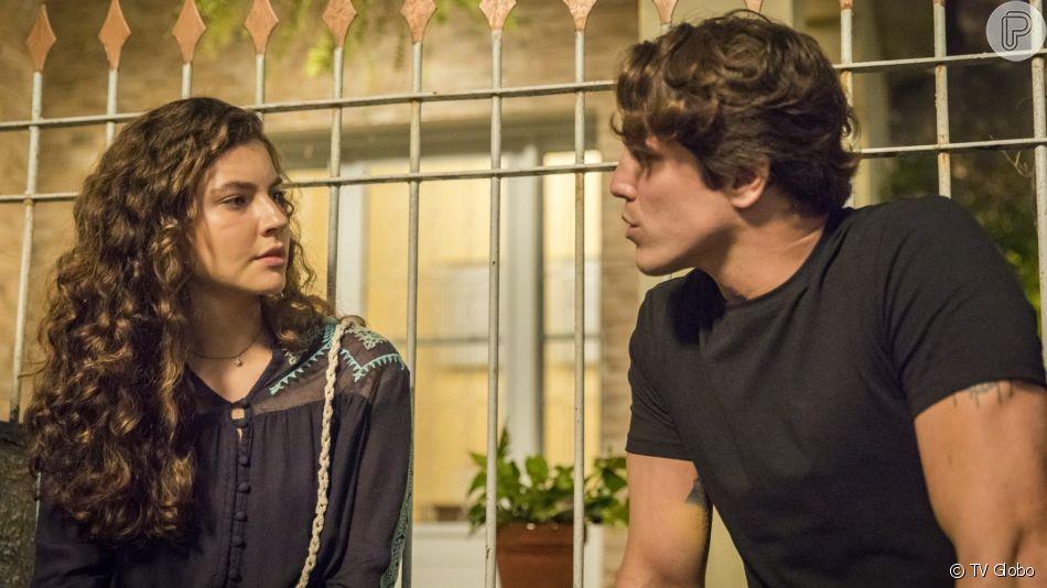 Rita (Alanis Guillen) conta para Rui (Romulo Arantes Neto) que a filha deles está viva na novela 'Malhação - Toda Forma de Amar'