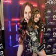 Larissa Manoela exibe penteado trend em novo show