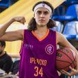Gabriela (Giovanna Coimbra) entra para o projeto de basquete de Ramon (David Junior) na novela 'Bom Sucesso'