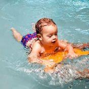 Mariana Bridi se encanta com 1ª aula de natação do filho, Valentim: 'Arrasou!'