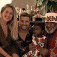 Giovanna Ewbank e Bruno Gagliasso já falam de racismo com a filha, Títi, de uma maneira lúdica: 'Nós nos importamos em estar sempre mostrando a ela autores, protagonistas de histórias infantis e referências de artistas negros para que ela cresça e se inspire neles'