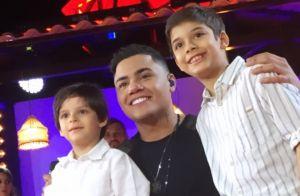 Filho mais velho de Cristiano Araújo canta em show do tio Felipe Araújo. Vídeo!