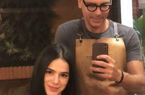 Sem make, Bruna Marquezine renova corte bob blunt no salão: 'Beleza natural'