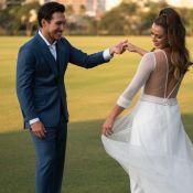 Mari Saad elege vestido-macacão trendy para cerimônia de noivado. Aos detalhes!