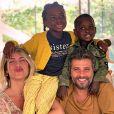 Mãe de Bless e Títi, Giovanna Ewbank afirmou que ela e o marido, Bruno Gagliasso, já conversam com a filha sobre racismo: 'Lemos livros infantis que falam sobre o racismo e sobre as dificuldades de ser negro no Brasil'