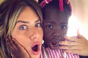 Giovanna Ewbank encanta com foto da filha, Títi, e web repara: 'Está grandinha!'