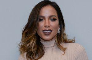 Atriz de 'Elite' leva Anitta para balada na Espanha após pedido de casamento