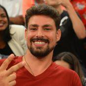Cauã Reymond se surpreende ao tirar dúvida com sexóloga e web comenta: 'Socorro'