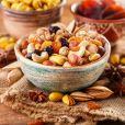 Alimentos que ajudam a melhorar o humor: nutricionista aconselha incluir frutas secas no lanche da tarde