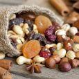 Alimentos que ajudam a melhorar o humor: frutas secas promovem maior resistência a estímulos de estresse segundo nutricionista
