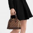 Bolsa Louis Vuitton dada àGkay está à venda no site da marca por R$ 6,3 mil
