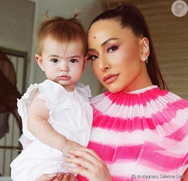 Tchau, turbante! Sabrina Sato mostra a filha, Zoe, com maria-chiquinha nesta quinta-feira, dia 05 de dezembro de 2019