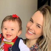 Thaeme festeja reação da filha após tomar vacina: 'Não chorou pela primeira vez'