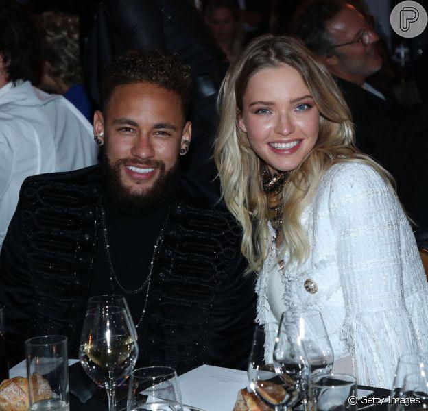 Neymar ganhou torcida dos fãs na web ao posar com a modelo e atriz russa Sasha Luss durante evento beneficente: 'Combinou'