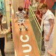 Bruna Hamú revelou no Instagram que o filho, Júlio, de 2 anos, desceu no escorregador cerca de 50 vezes
