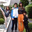 Marcos Mion viajou com a mulher e os filhos para Europa
