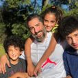Marcos Mion levou os filhos Romeo, Donatella e Stefano para Europa