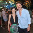 Fernanda Vasconcellos foi acompanhada do namorado, Cássio Reis, para festa