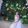 Andreia Horta, de 'Império', usa 'vestido de noiva tomara-que-caia, com uma saia princesa'