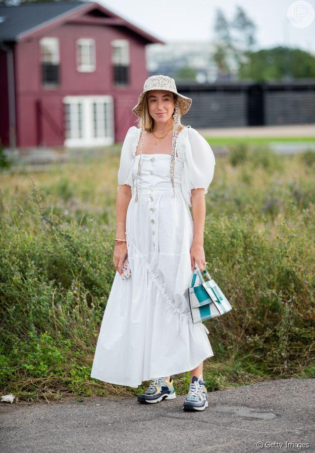 Para quem gosta do estilo retrô, o vestido com decote quadrado é uma boa aposta neste verão