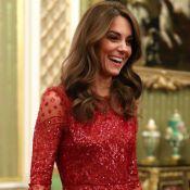 'Lady in red': Kate Middleton brilha com look monocromático e romântico. Fotos!