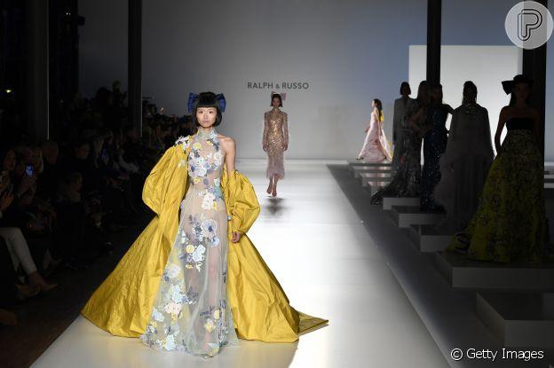 Moda no Paris Fashion Week: volume elevado ao máximo é tendência da alta-costura